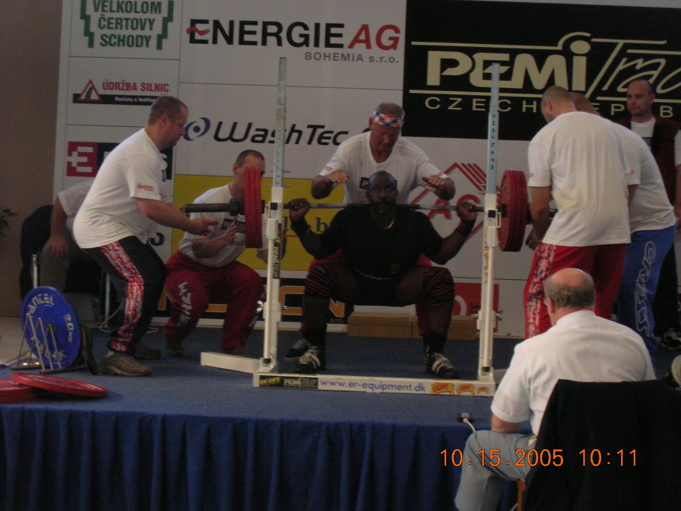 Michael Elliott doing a very<br />heavy squat at the ISBA world powerlifting championships in Prog
